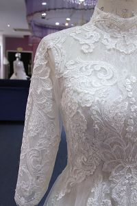 A Line High Neck Keyhole Back Wedding Dress pictures & photos