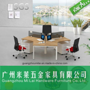 Fashion Four Seats Office Workstation Furniture with Steel Foot and Desktop Partition pictures & photos