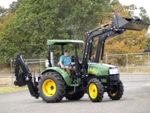 Tz04D 4in1 Front End Loader, Fit 55HP Tractor, Bull Bar, Level Gauge, Teeth and Mesh on Bucket pictures & photos
