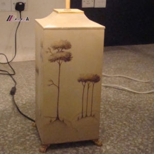 Decorative Hand Painted Metal Bedside Table Lamp pictures & photos