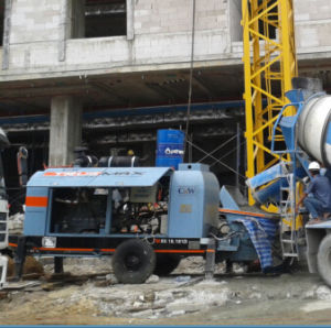 Engineers Available to Service Small Concrete Pump pictures & photos