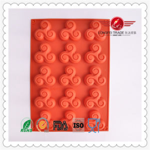 2015 High Quality Silicone Lace Biscuit Mould pictures & photos