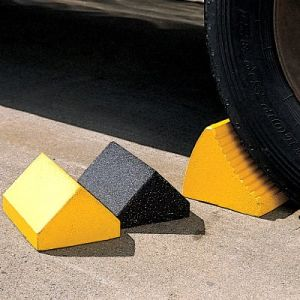 Road Safety Slope Anti-Slide Rubber Wheel Chock pictures & photos
