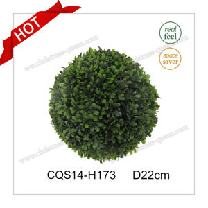D22cm Party Decoration Christmas Ball Snow Globe with Plastic Leaves pictures & photos