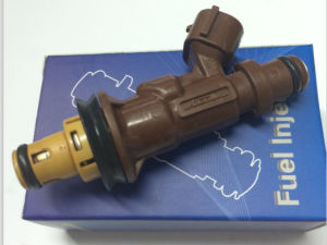 Fuel Injector (23250-62040) Toyota Landcruiser 4 Runner pictures & photos
