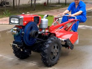 2 Wd Hand Walking Mini Power Tiller Tractor pictures & photos