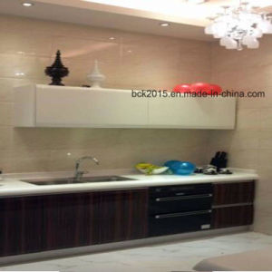 MDF High Glossy Black and Brown Colour Painted Kitchen Cabinets with Island Cabinet pictures & photos