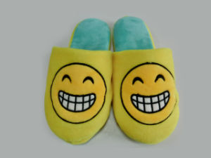 2017 New Popular Emoji Indoor TPR Slipper pictures & photos