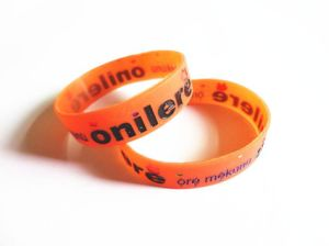 2016 Hotsale Sport Silicone Wristband/ Slicone Bracelet with Custom Logo pictures & photos