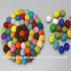 High Quality Christmas Decoration Felt Ball pictures & photos