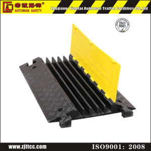 Industrial Rubber Cable Protector Road Safety Speed Hump (CC-B13) pictures & photos