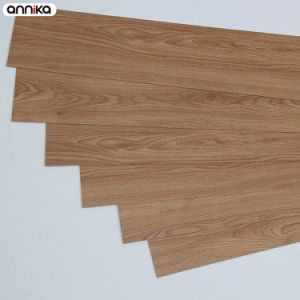2017 Popular That Looks Like Wood Environmental PVC Flooring pictures & photos