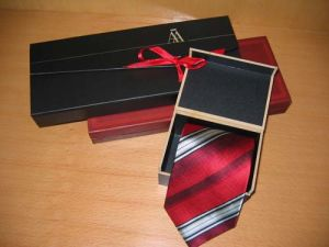 Fashion Stripe Design Men′s Woven Silk Neckties with Gift Box pictures & photos