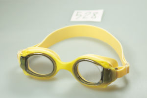 Hot Sell Kids Swimming Goggles pictures & photos