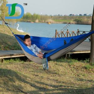 Customized 100% Nylon Tent Hammocks with Climbing Carabiner pictures & photos