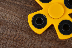 High Quality, Nice Desig and Exclusive Design Quiet Smooth Quad Bar Plastic Fidget Hand Spinner Toys pictures & photos
