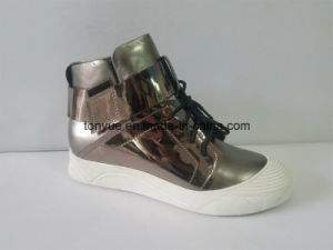 Lady Leather Leisure Sneaker with Rubber Outsle pictures & photos