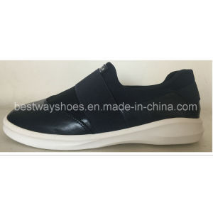 Slip-on Causual Fashionable Shoes with PU Upper pictures & photos