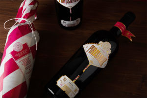 Amazing Design Hot Stamping Foil on Paper and Wine Bottle pictures & photos