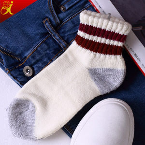 Men′s Compression Cotton Custom Terry Socks pictures & photos