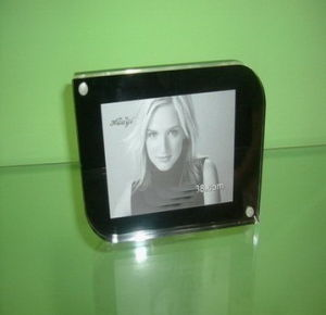 Customize Wholesale New Clear Magnet Acrylic 4X6 Photo Frame pictures & photos