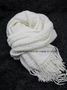 100% Acrylic Fashion White Striped Warp Knitted Scarf with Fringe and Metallic Yarn pictures & photos