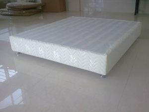 Hot Selling Cheap Price Wooden Hotel Bed Base Frame with Timber Slates pictures & photos
