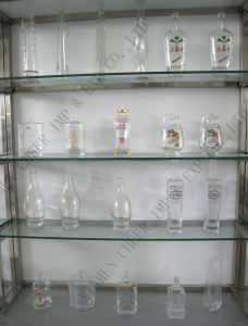 High Clear White Glass Bottle with Frosting and Decal pictures & photos