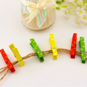2016 Hot Promotional Colorful Design Wooden Clip pictures & photos