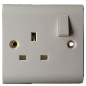 BS 1363 13A 1gang Switched Socket with Single Pole pictures & photos