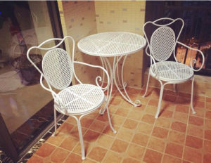 Hot Sale Antique White Foldable Table and Chairs pictures & photos