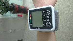 Hand Type Smart Size Blood Pressure Monitor Pulse Tester pictures & photos