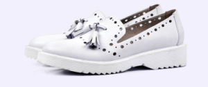 2017 Lady Tassels Leather Hollow-out Women Casual Flat Platform Shoes pictures & photos