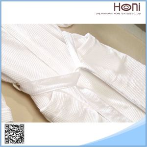 D-023 Comfort Pure White Waffle Men Bathrobe pictures & photos