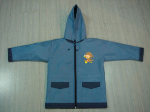 Cute Toddlers Kids Ultralight Cartoon Rain Jacket Designer Raincoat pictures & photos
