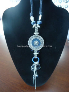 Bohemia Style Glass Beads with Leather Thread Necklace (XJW13365) pictures & photos