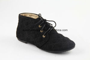 Lace-up Fashion Women Winter Shoes with Patterned Upper pictures & photos
