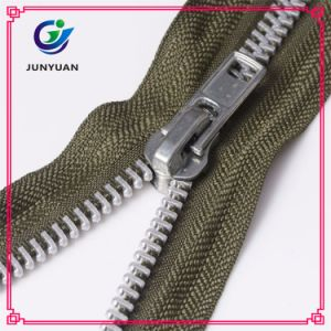 Metal Zipper in Large Size Shiny Nickel Teeth Color pictures & photos