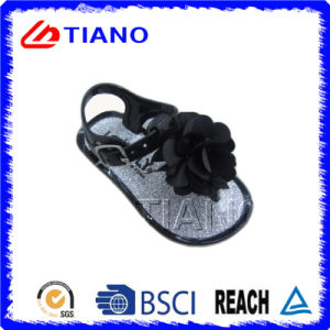 Delicate with Fabric Flower Girls Sandal (TNK35813) pictures & photos