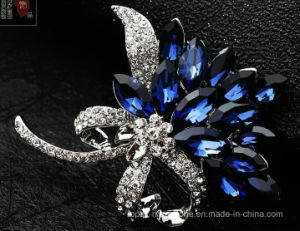 Zinc Alloy Rhinestone Silver Crystal Jewelry Brooch for Lady (TM006) pictures & photos