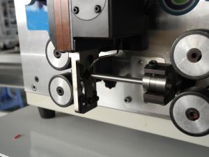 High Precision Automatic Wire Cutting and Cable Stripping Machine pictures & photos