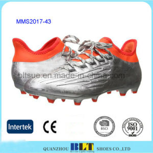 Fabric Lining Traditional Lace-up Closure Soccer Shoes pictures & photos