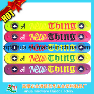 Customized Logo Silicone Wristband with Thb-039 pictures & photos