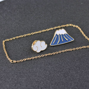 Custom Jewelry FUJI Cloud Enamel Pin Women Collar Tip Chain Pendant Lapel Pin Brooch pictures & photos