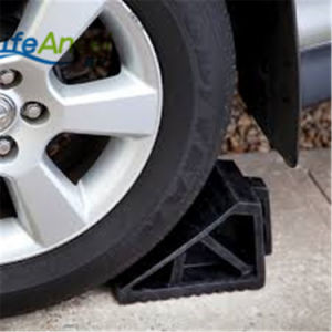 Road Safety Black Rubber Bumper Wheel Chock pictures & photos