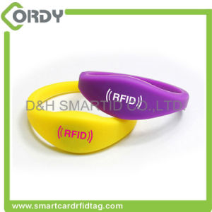 MIFARE RFID silicone wristbands for theme park pictures & photos