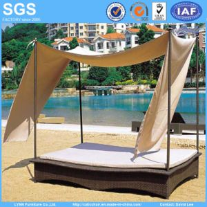 Outdoor Rattan Sofa Bed with Canopy for Garden Hotel Furniture pictures & photos