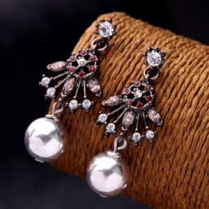 Fashion Retro Hollow Colorful Inlaid Rhinestone Alloy Women′s Earrings Pearl Pendant Jewelry pictures & photos