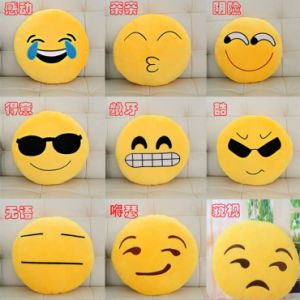 2016 Cute Wholesale Apple Shaped Plush Emoji Pillows for Kids pictures & photos