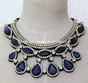 Lady Fashion Costume Jewelry Blue Glass Crystal Pendant Necklace (JE0207) pictures & photos